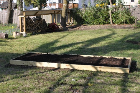 how_to_build_a_garden-DIY_raised-Garden_bed_project21