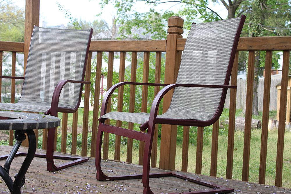 Refurbish outdoor furniture with spray paint like new 1 for Outdoor furniture paint